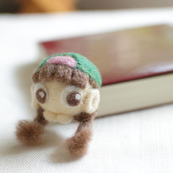 羊毛フェルト 顔ブローチ