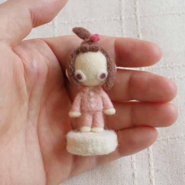 羊毛フェルト人形 モモ